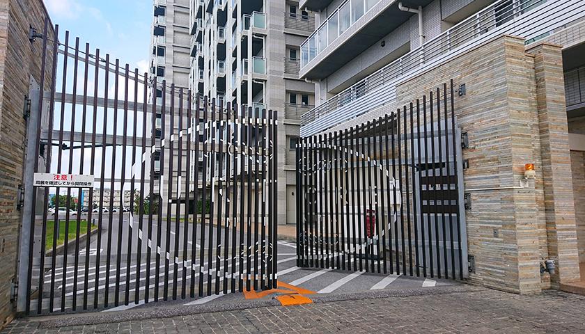 アルトゥーレ美浜、駐車場ゲート